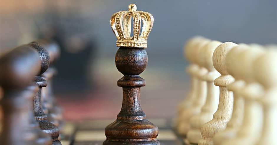 schaaksteen met kroon