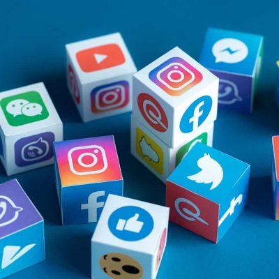 Alle belangrijke Social media iconen op blokken getoond